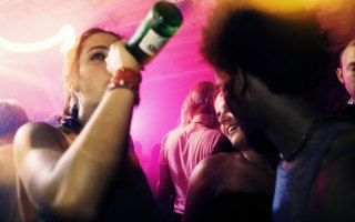 Guardare il trattamento di alcolismo gratuitamente