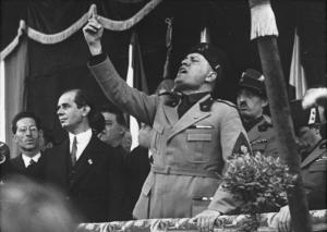 Bundesarchiv_Bild_102-09844,_Mussolini_in_Mailand