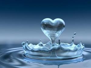 acqua-corona-con-cuore